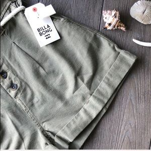 Billabong Shorts - 🌴🌼BILLABONG- EXPORE MORE SHORTS🌼🌴